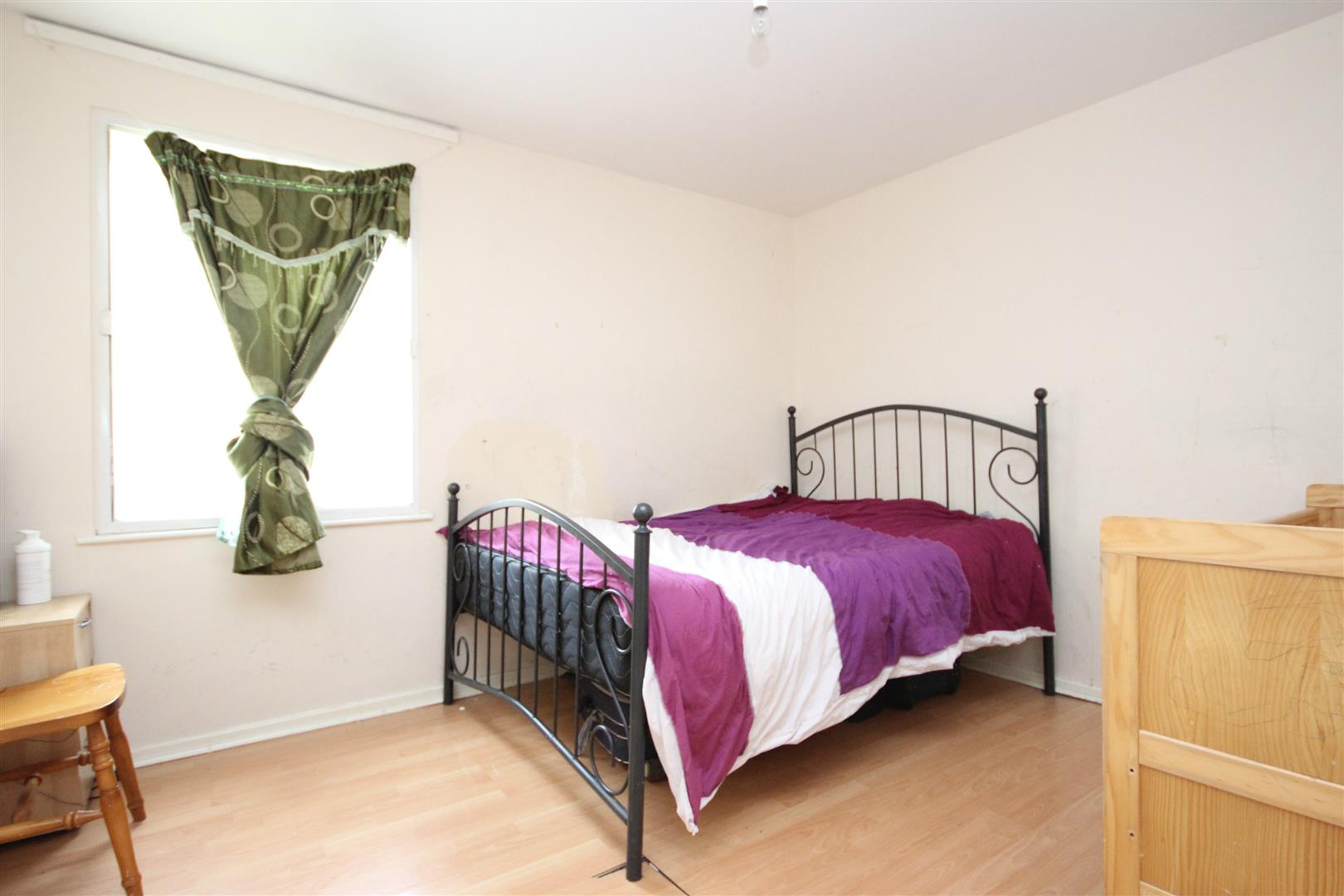 2 Bedrooms Flat for sale in Chelsea Close, London NW10 8XD